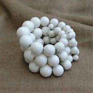 1950's white bead bracelet.